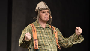 Andreas Wiklund i sångnumret som Tvärsöverkall'n. FOTO: STERLING NILSSON