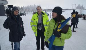 Robert Granström och Ingela Strandberg i fokus när media ville dokumentera elbilsrallyt.