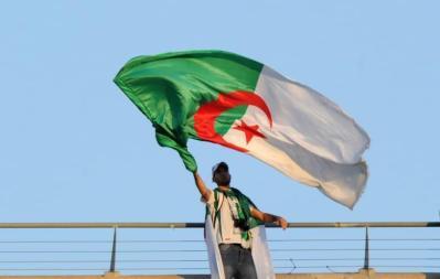 الحزب الحاكم بالجزائر يختار رسميا بوتفليقة مرشحا بانتخابات الرئاسة