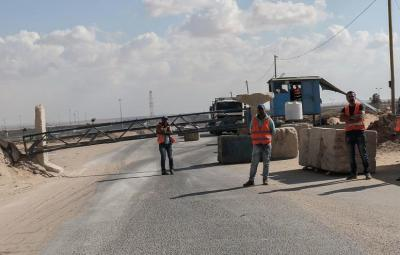 """إدخال 220 شاحنة عبر """"كرم أبو سالم"""" اليوم"""