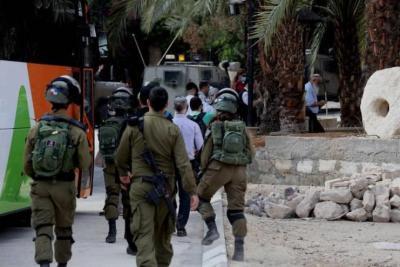 """اعتقال 5 فلسطينيين بشبهة """"تزييف"""" تصاريح عمل في إسرائيل"""