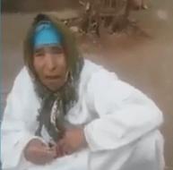 بالفيديو - شاب يرمي والدته في الطريق بالتعاون مع زوجته!