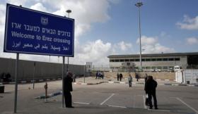 الاحتلال يعتقل مواطنين على معبر بيت حانون