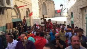 """احتفال الطوائف المسيحية في فلسطين بـ""""سبت النور"""""""