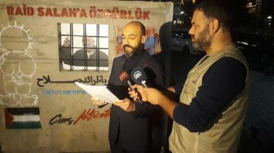 مظاهرة أمام قنصلية إسرائيل بإسطنبول احتجاجًا على استمرار توقيف رائد صلاح