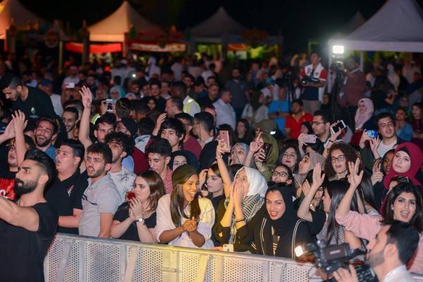 6532 4 - بالصور.. محمد عساف يشعل أجواء الجامعة الأمريكية بحضور الآلاف