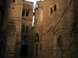 الاحتلال يوقف أعمال ترميم في الخليل القديمة