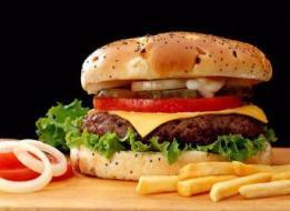 إشارات تدل على اتباعك لنظام غذائي سيئ في رمضان