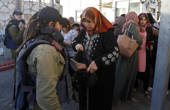 """326598 - في الجمعة الاولى من رمضان.. الاحتلال يحول القدس لـ""""ثكنة عسكرية"""" (صور)"""