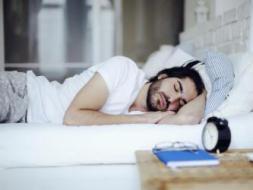 كيف تستمتع بالنوم الصحي على الوضعية التي تفضلها؟