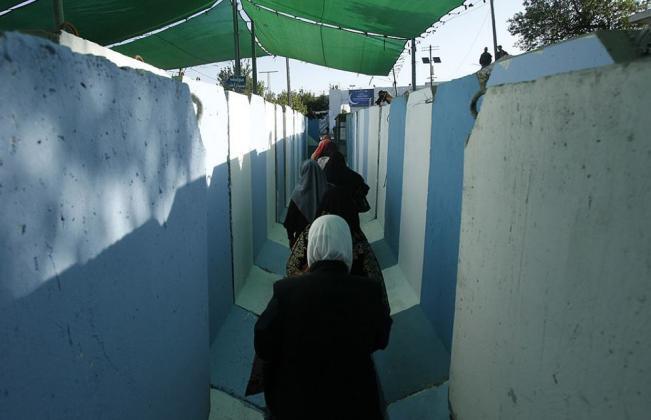 """986532 5 - في الجمعة الاولى من رمضان.. الاحتلال يحول القدس لـ""""ثكنة عسكرية"""" (صور)"""