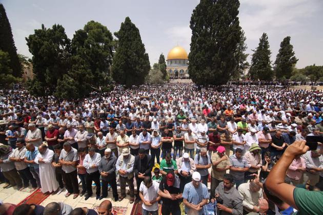989898 3 - 200 ألف أدوا صلاة الجمعة في المسجد الأقصى (صور)