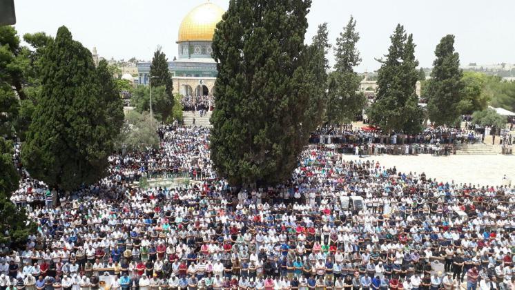 989898 6 - 200 ألف أدوا صلاة الجمعة في المسجد الأقصى (صور)