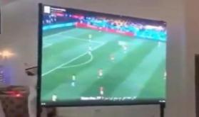 شاهد ماذا فعل عريس كويتي للمعازيم في حفل زواجه.. وما علاقة كأس العالم !