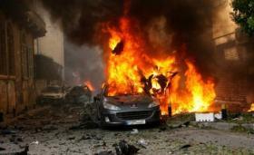 فيديو مروع.. نحيب وافد مصري وهو يشاهد زوجته وطفليه يحترقان أمامه بالكويت