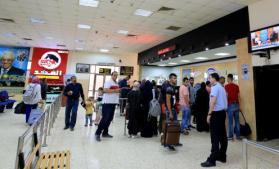 الاحتلال يمنع مواطنين من السفر عبر معبر الكرامة