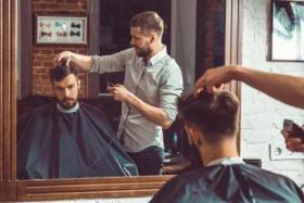 لا تترك رأسك للظروف.. 8 خطوات تساعدك في تجنب الحصول على قصة شعر مريعة !