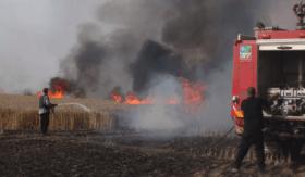 """حريقان في """"غلاف غزة"""" بفعل طائرات ورقية"""