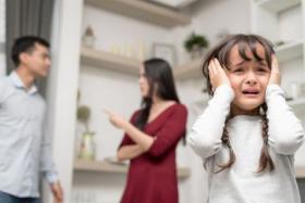 قبل الخلاف.. اعرفي آثار المشاكل على طفلك