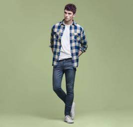دليلك الشامل لارتداء الجينز الرجالي خلال الصيف