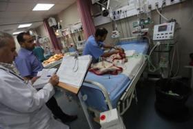 أزمة الوقود تهدد بتوقف هذه الخدمات بمجمع الشفاء بغزة