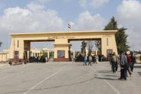 استئناف العمل في معبر رفح بعد اغلاقه احتجاجا على اجراءات داخلية غزة