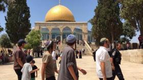 وزير إسرائيلي والعشرات من المستوطنين يقتحمون الاقصى (فيديو)