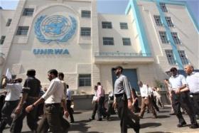"""مسيرة حاشدة لموظفي """"الأونروا"""" في غزة.. الهندي يكشف عن مخطط لنقل الحياة اليومية لحدود الشرقية بحال استمرار الازمة"""