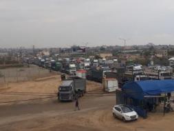 """في قرار تمييزي جديد ضد غزة.. السلطة ترفع رسوم """"شاحنات النقل"""""""