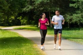دراسة تثبت قدرة الجري لـ15 دقيقة خلال اليوم على تحسين المزاج