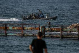 بحرية الاحتلال تعتقل صيادا في بحر غزة وتصادر مركبه