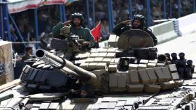إسرائيل تسأل: ماذا يجري بين قوات روسية وإيرانية بسوريا؟