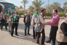 قافلة أميال من الابتسامات 35 تصل غزة الأحد