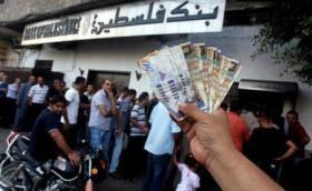 موعد صرف رواتب الموظفين في قطاع غزة والضفة