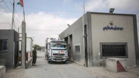 سلطات الاحتلال تعيد فتح معبري كرم أبو سالم وإيرز والبحر ١٥ ميلا غدا