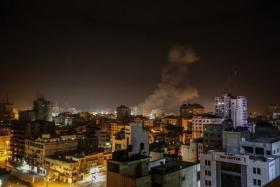 شاهد| قصف إسرائيلي غزة الان وطائرات الاحتلال تُدمر مبنى شركة المُلتزم للتأمين