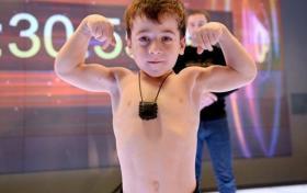 """بالفيديو.. الطفل الشيشاني """"المعجزة"""" يحقق رقما قياسيا عالميا جديدا"""