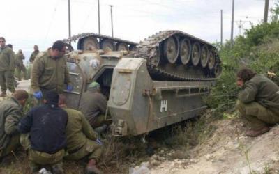 """انقلاب مدرعة """"إسرائيلية"""" وهي في طريقها إلى حدود غزة"""