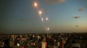 """محلل عسكري: حماس تنقل رسالة لـ """"إسرائيل"""" عبر إطلاق الصواريخ من غزة اليوم"""