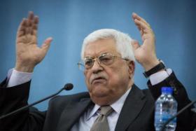 الرئيس عباس يهاجم دولا عربية ثم يتفاجأ بأن كلمته مذاعة على الهواء