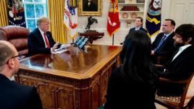 ترمب ترامب يشكو سوء معاملة تويتر.. ويلتقي رئيسه!سوء معاملة تويتر.. ويلتقي رئيسه!