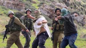 إصابات بجروح مختلفة جراء اعتداء المستوطنين عليهم غرب رام الله
