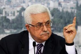 كاتب إسرائيلي: الإدارة الأمريكية تسعى للإطاحة بأبو مازن