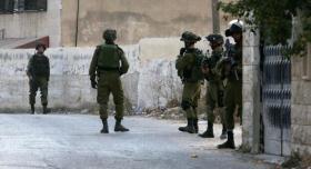 جيش الاحتلال يعتقل 3 مواطنين ويشن حملة دهم واسعة بالضفة