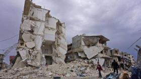 27 قتيلا بينهم 11 طفلا بقصف للنظام على إدلب وحلب