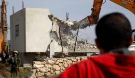 الاحتلال يهدم منزلا في مخيم شعفاط بالقدس