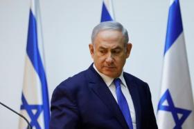 مسؤول إسرائيلي يشن هجوما على الحكومة بسبب تحويل الأموال إلى غزة