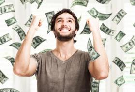 فاز بـ 80 مليون دولار باليانصيب بالتزامن مع طلاقه من زوجته.. فهكذا انتقمت