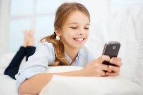 دراسة: إعطاء الموبايل لطفلك يشبه إعطاءه جرام كوكايين