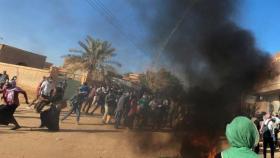 السودان اليوم.. مقتل 30 سودانيا خلال فض العسكر اعتصاماً سلمياً